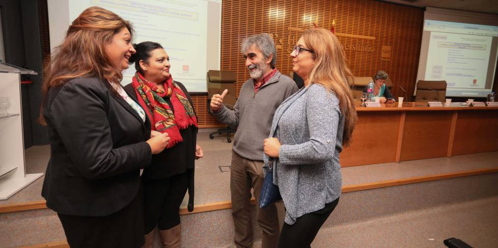 Roma people in Spain: Gypsy women in Spain poised to start a health