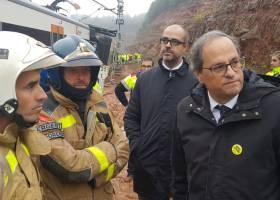 Un muerto y 49 heridos al descarrilar un cercanías por un deslizamiento de tierra en Barcelona