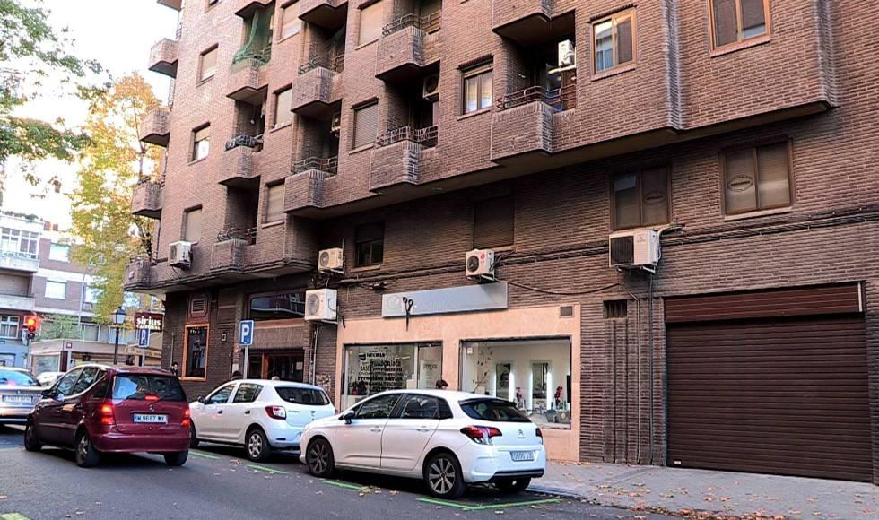 Fachada del edificio de la calle de Ramiro II donde vivía Alicia, en el distrito de Chamberí.