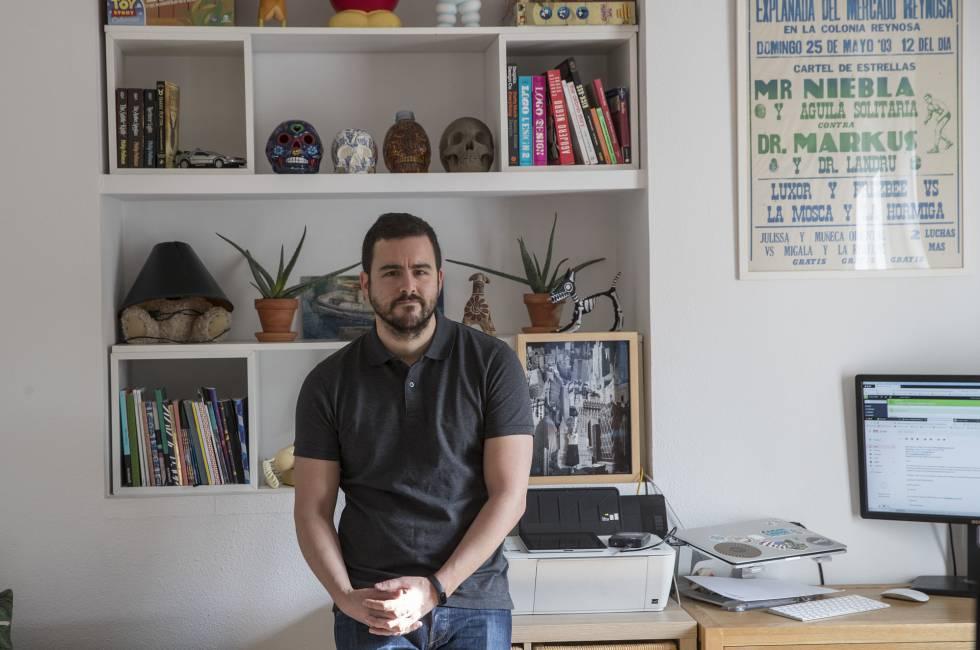 Jaime Llaceda en su casa de madrid. Foto: Julian Rojas