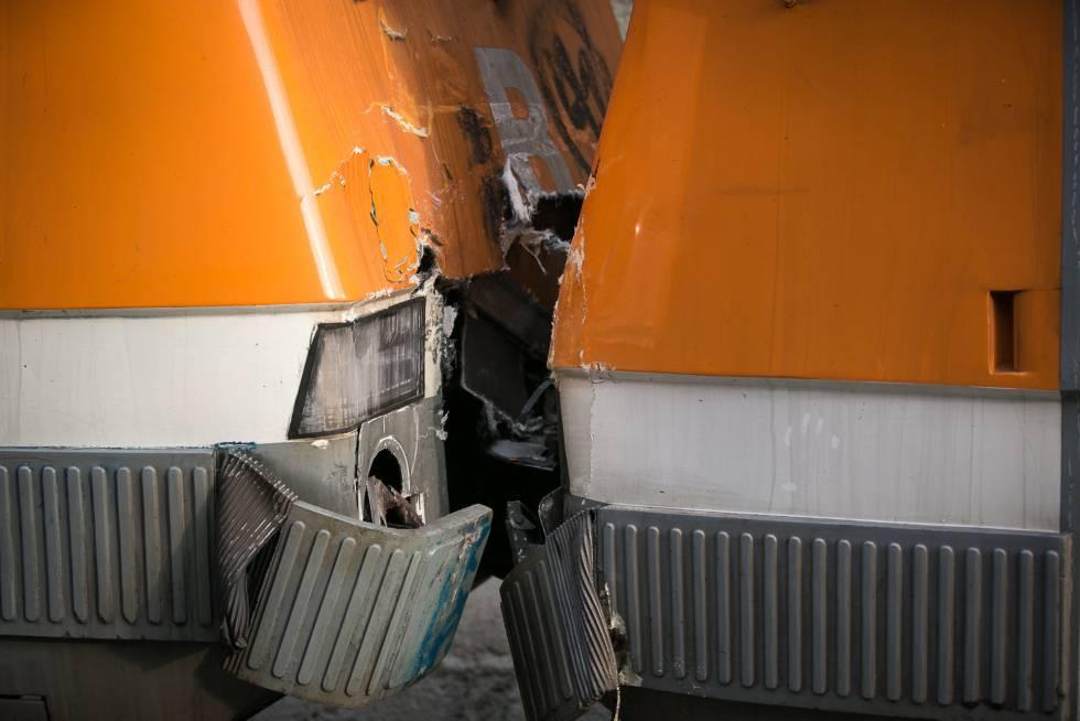 Una maquinista fallecida y un centenar de heridos en un accidente de dos trenes de Cercanías entre Manresa y Sant Vicenç de Castellet.