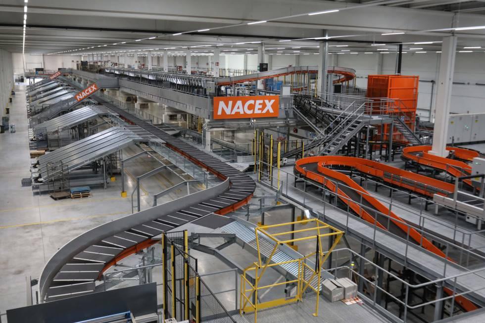 La nueva planta de Nacex en Coslada está diseñada para evitar demoras, con 114 muelles para que furgonetas y camiones carguen y descarguen simultáneamente.