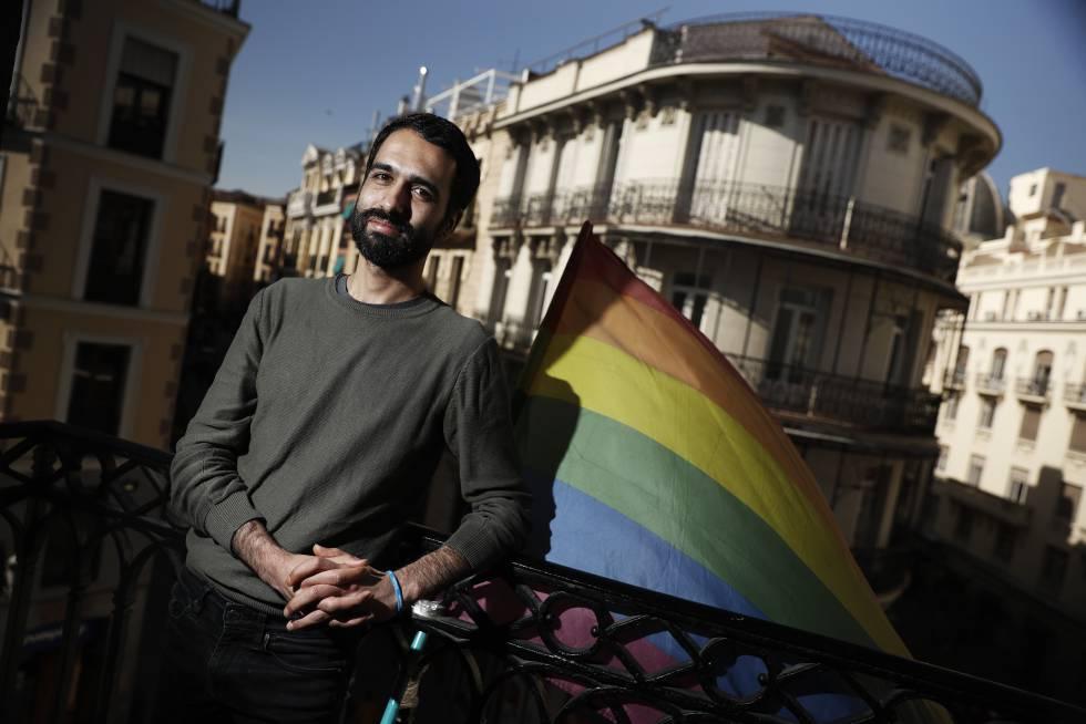 Samir Bargachi, fundador de Kif Kif, en una sede de la asociación, en la Puerta del Sol.