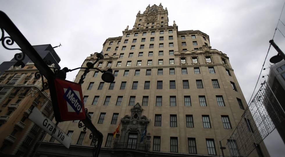 Fachada del edificio de Telefónica, en madrid.