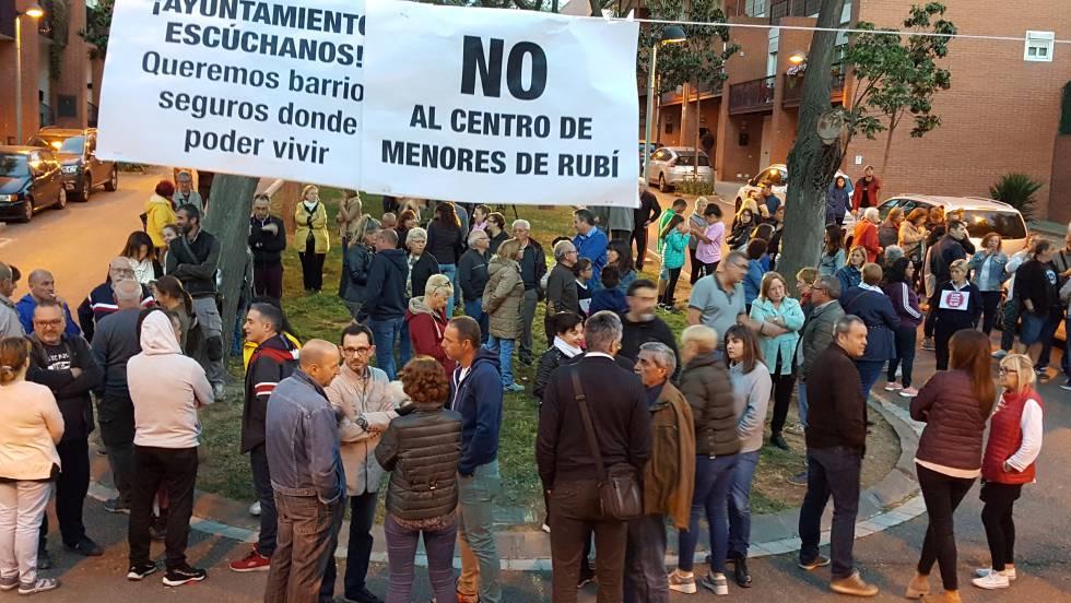 Resultado de imagen para hotel barcelona inmigrantes chavales