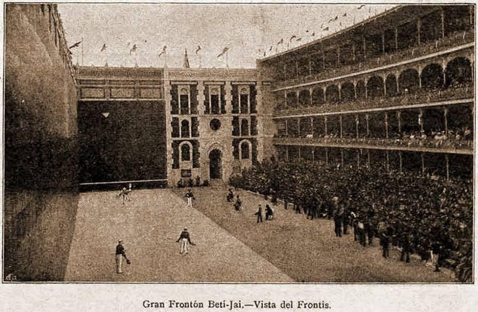 El frontón Beti Jai reabre sus puertas por un día cien años después