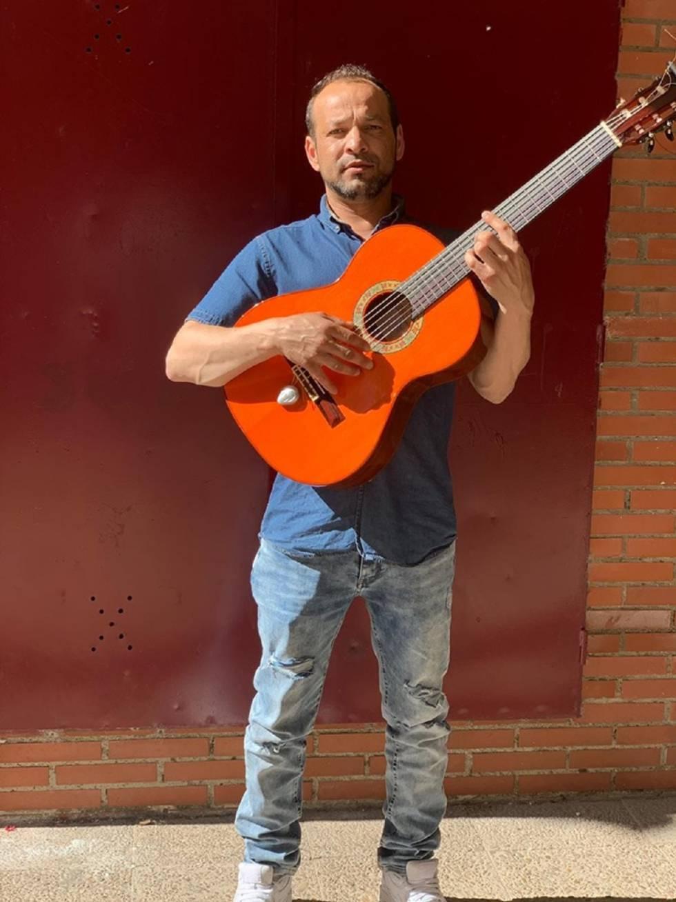 Juanín, en su casa de Aranjuez (Madrid) en una imagen difundida en su Facebook.