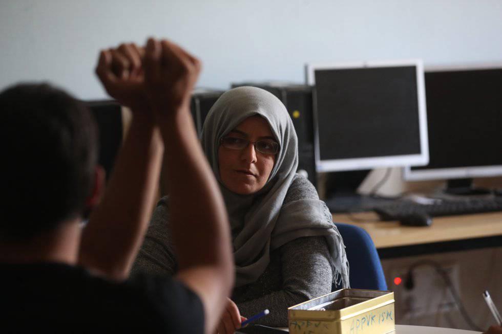 Mahmoud y Muna Alhalj explican cómo fueron esposados en Alemania. Pincha sobre la imagen para ver la fotogalería.