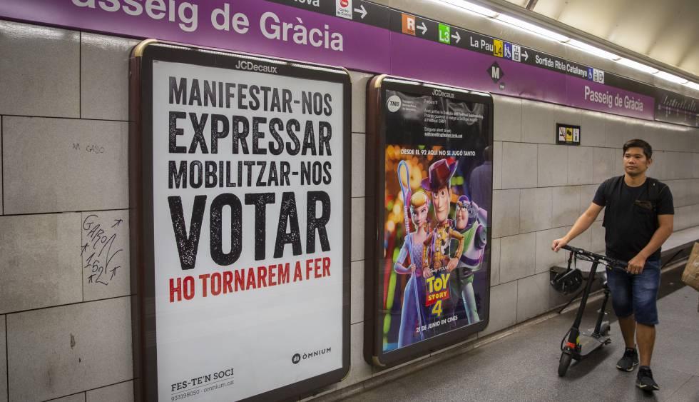 Colau tolera publicidad independentista en el metro y el bus de Barcelona