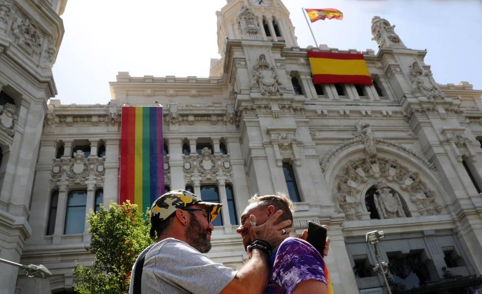 LGBTQI rights in Spain: Rainbow flag on Madrid City Hall ...