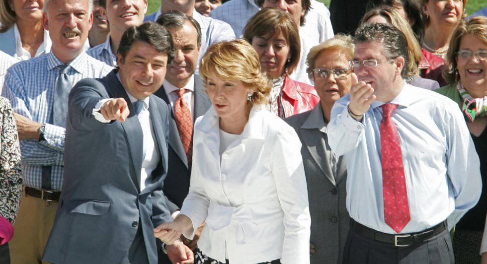 Los expresidentes Esperanza Aguirre e Ignacio González, junto a Francisco Granados en 2007.