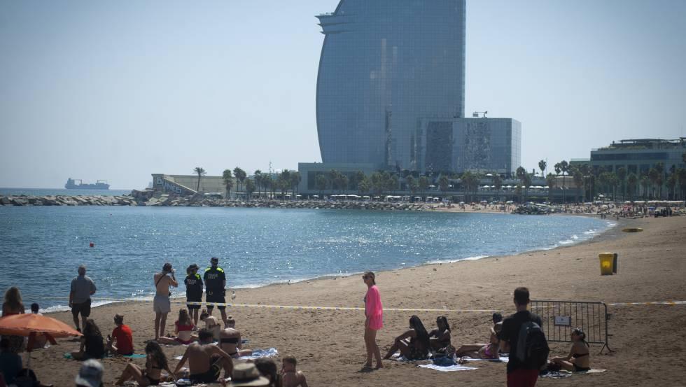 Desalojada una playa de Barcelona tras detectar un artefacto explosivo
