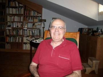 Miguel Catalán, en su casa.