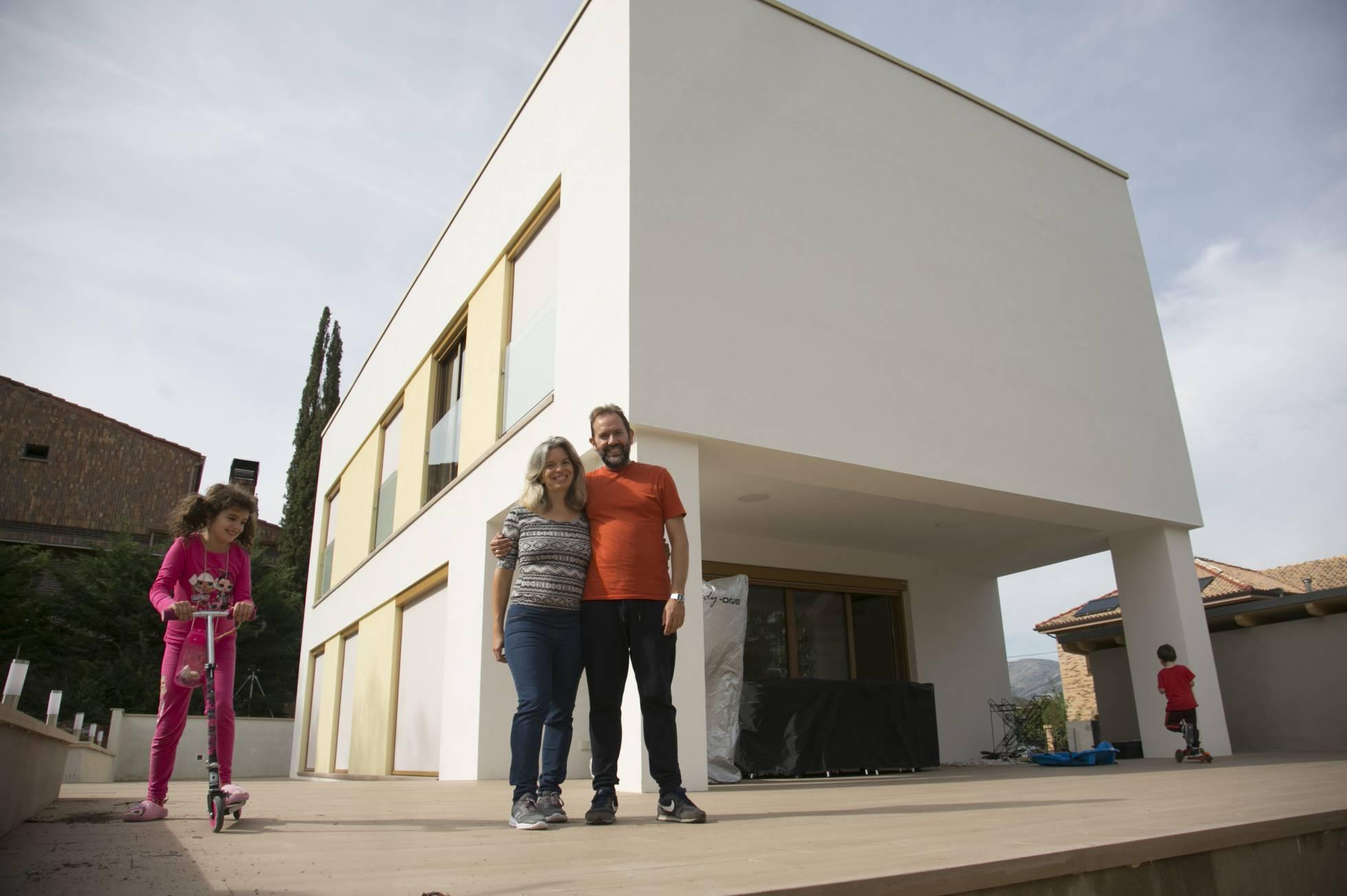 Dos funcionarios madrileños son los dueños de Apolonia, la casa del futuro