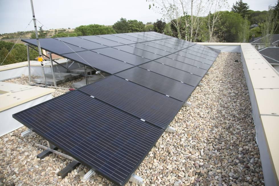 Los paneles fotovoltaicos en el techo de Apolonia.