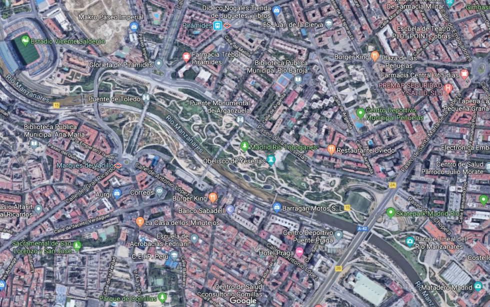 Vista satelital de las calles Paseo del Quince de Mayo y Antonio López, fronteras de renta junto al Río Manzanares.