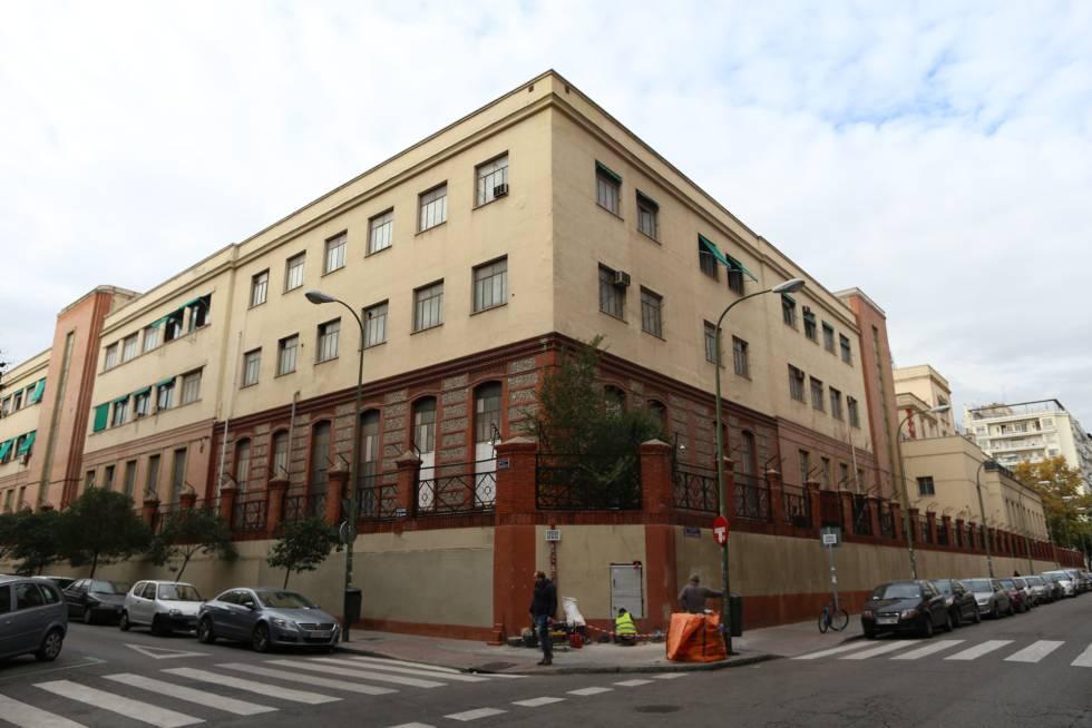 Palacete con instalaciones del Ministerio de Defensa en la calle Raimundo Fernández Villaverde, antes de su demolición
