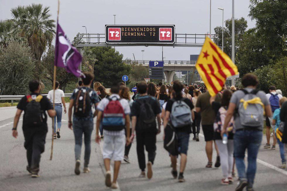 Las protestas independentistas colapsan el aeropuerto de Barcelona