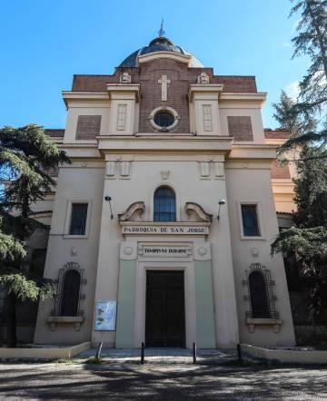 La fachada de la parroquia de San Jorge.