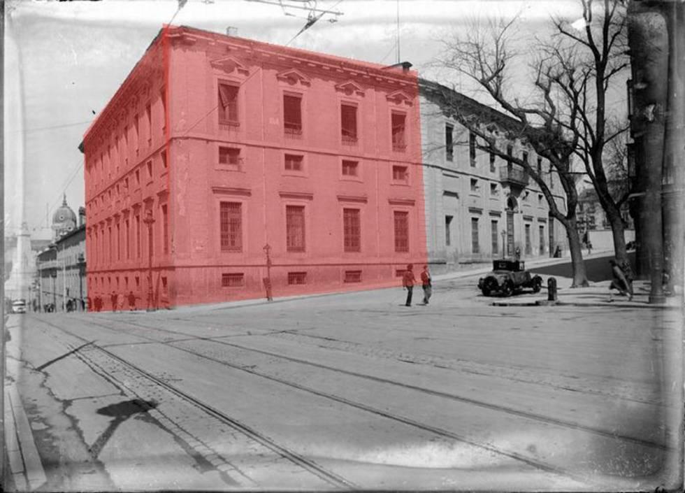 Así era el palacio, en rosa la parte eliminada hace algo más de un siglo.