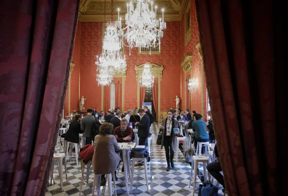 Las reuniones entre empresas e inversores se celebran en la Llotja de Mar, sede de la Cámara de Comercio de Barcelona.