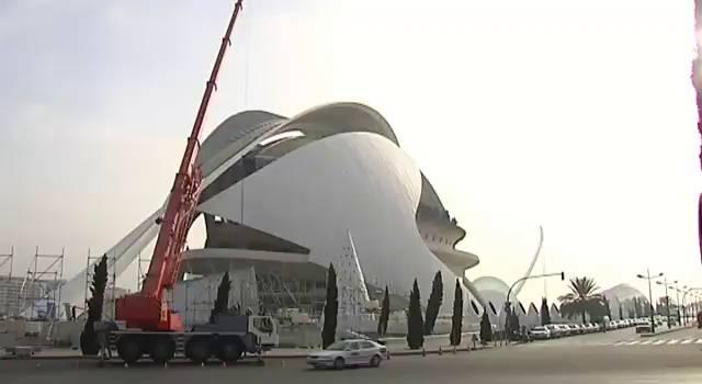 Retirar el 'trencadís' del Palau de les Arts costará tres millones de euros