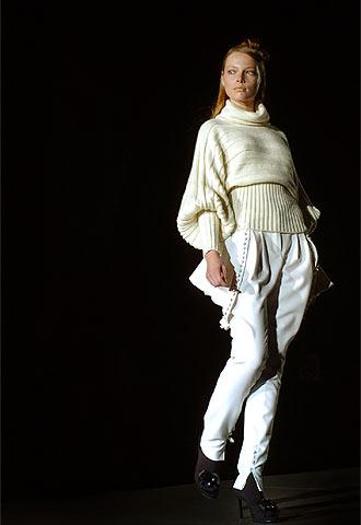 Amaya Arzuaga convence en su regreso a la cita madrileña con la moda ... 80c2a54aa428