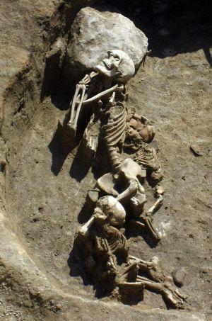 Restos de un adulto y dos niños hallados en el asentamiento