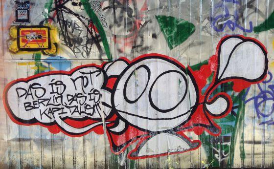 Un universo expresado en paredes cultura el pa s - Graffitis en paredes ...