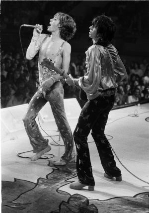Mick Jagger y Keith Richards en el Wembley Empire Pool, septiembre de 1973.