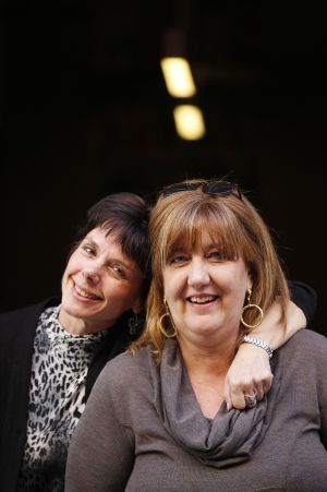 Las escritoras Elisabetta Flumeri (izqda.) y Gabriella Giacometti.