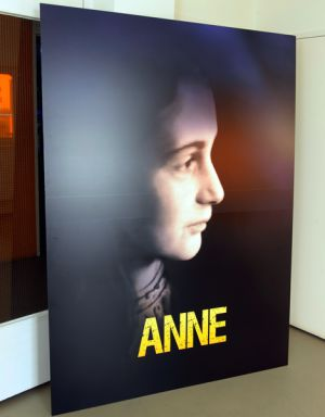 Cartaz de 'Anne'.