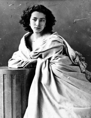 La actriz Sarah Bernhardt (1844-1923), fotografiada por Nadar entre 1860 y 1865.
