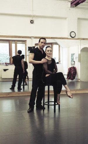 Los bailarines y coreógrafos Daniel Orellana y Laura Fernández, en Berlín.