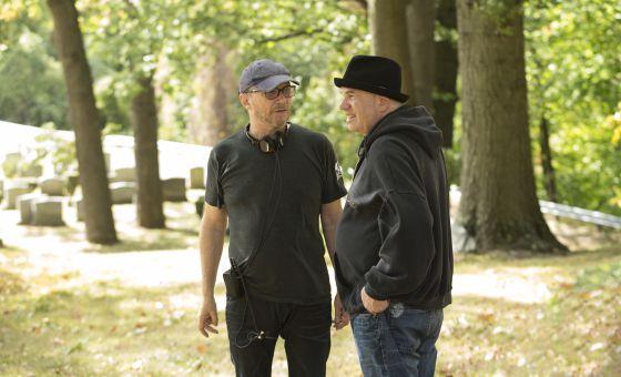 Paul Haggis y David Simon, en el rodaje de la serie.