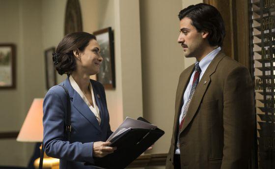 Winona Ryder y Oscar Isaac, en 'Show Me a Hero'.