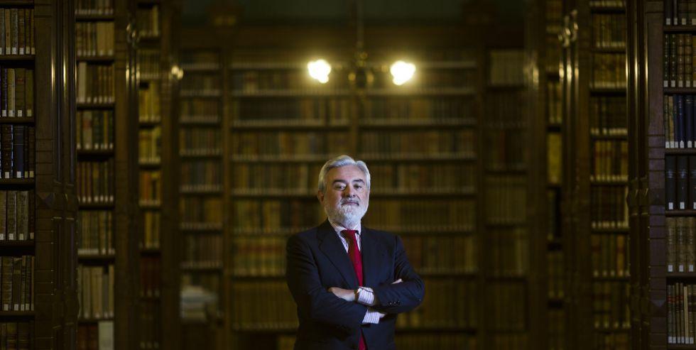 """La RAE pide al Estado un """"gesto trascendente""""para el Año Cervantes. El País.  24 FEB 2016"""