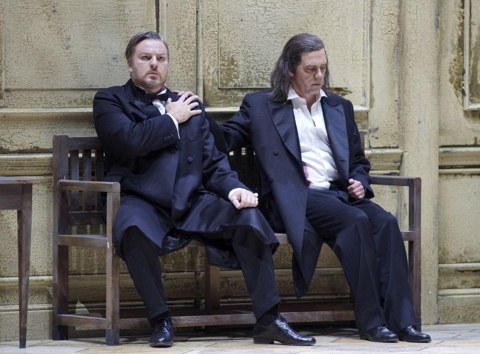 Los barítonos Evgeny Nikitin (izquierda) y Detlef Roth, en 'Parsifal'.