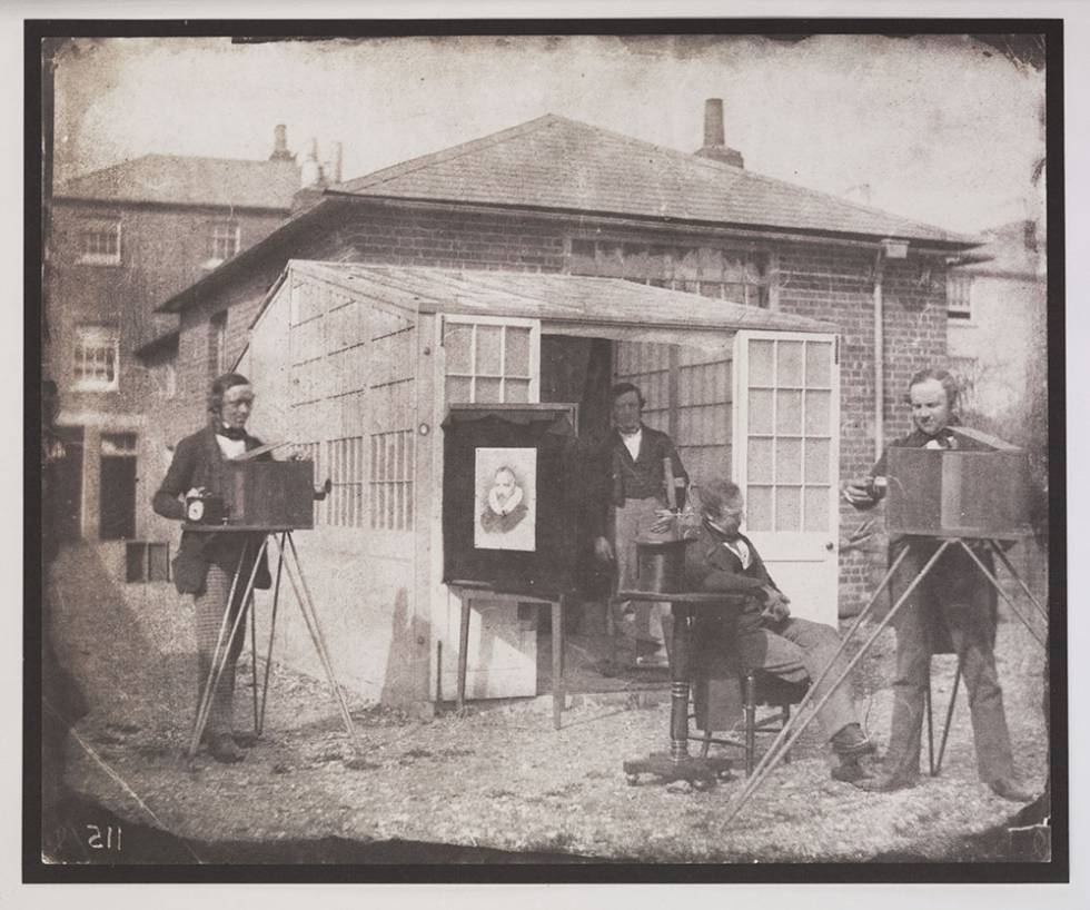 William Henry Fox Talbot y Nicolaas Henneman en el Reading Establishment, la primera empresa editorial fotográfica, 1846