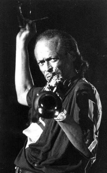 Miles Davis, durante un concierto en Sevilla en 1985.