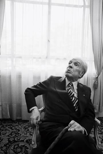 Jorge Luis Borges posa en 1979, en Paris.