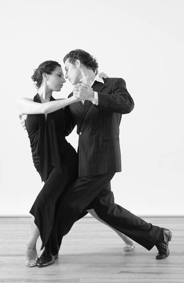 Bailarines de la Gran orquesta de Juan José Mosalini en el Teatre Grec, de Barcelona.