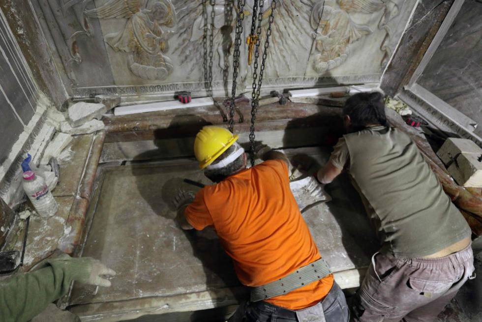 El sepulcro de jesucristo abierto por primera vez en for De donde es la roca