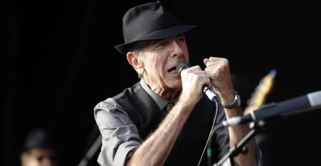 (FILES) This file photo taken on July 20, 2008 shows Canadian singer Leonard Cohen perform during the international Festival of Beincassim.  Leonard Cohen, the storied musician and poet hailed as one of the most visionary artists of his generation, has died at age 82, his publicist announced on November 10, 2016.  AFP PHOTO  Diego TUSON