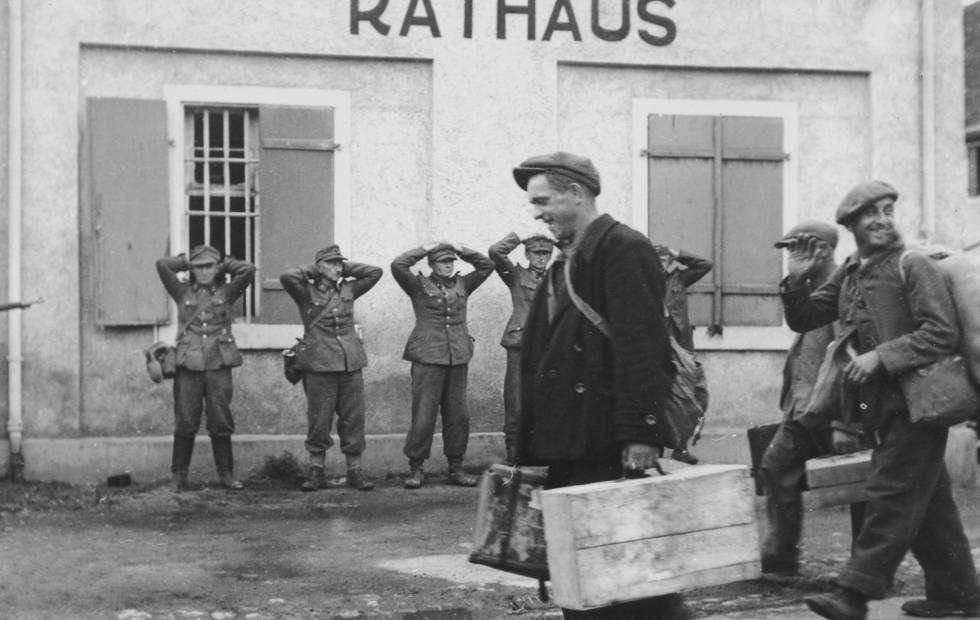 Deportados franceses vuelven a Francia en 1945.