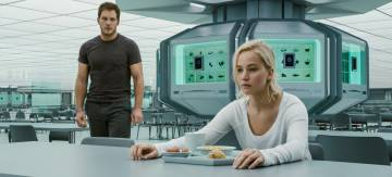 Chris Pratt y Jennifer Lawrence, en 'Passengers'.