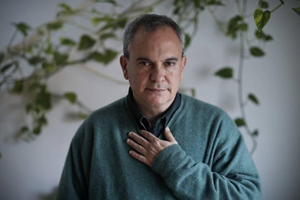 Pablo D'Ors, sacerdote y escritor, en su casa de Madrid.