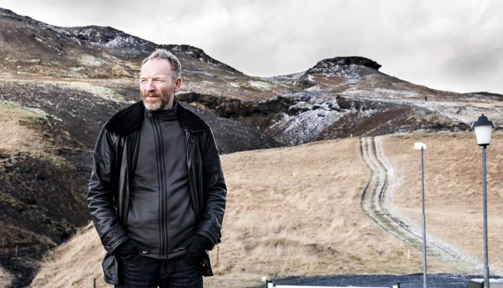 El novelista Jon Kalman Stefansson, retratado en el valle de Mosfallsdalur (Islandia)