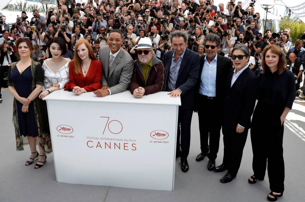 El jurado de Cannes: desde la izquierda, Jaoui, Bingbing, Chastain, Smith, Almodóvar, Sorrentino, Yared, Park y Ade.
