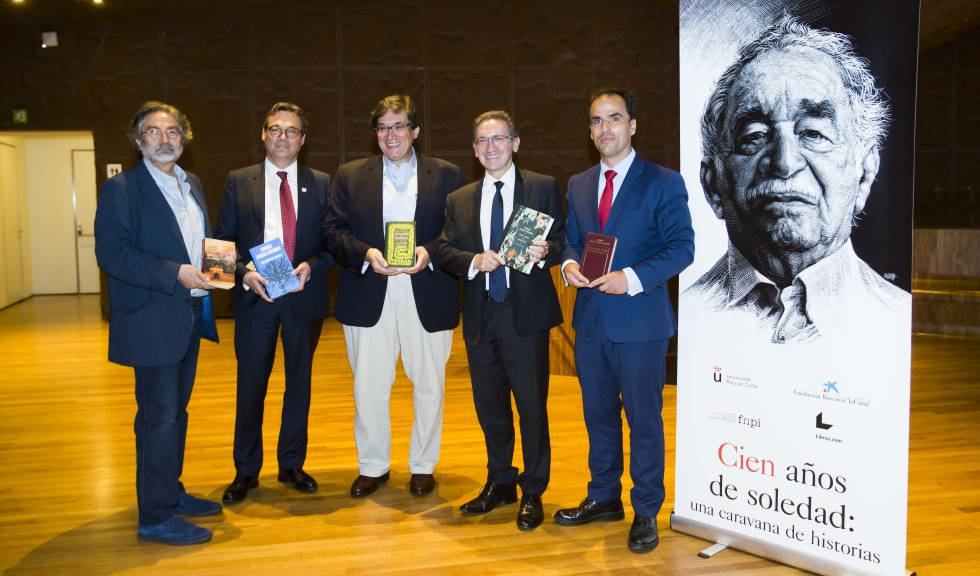 De izquierda a derecha, Antonio Rubio, Juan Manuel Uribe, Jaime Abello, Jaume Giró y Javier Ramos, en el curso 'Cien años de soledad: una caravana de historias', este viernes en el CaixaForum Madrid.